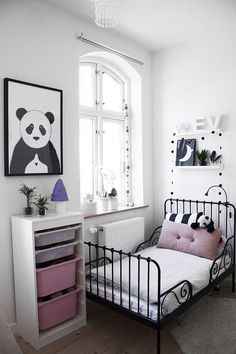 Black&white teen bedroom with graphic print poster