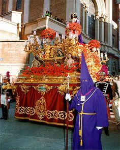Procesiones de Semana Santa en Madrid Spanish Holidays, Mother Images, Holidays Around The World, Country Scenes, Holy Week, Blessed Mother, How To Speak Spanish, Seville, Salvador