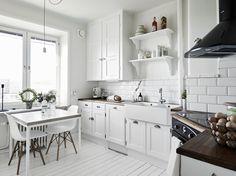 dreamy white kitchen / via Stadshem