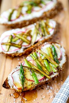 Creamy, salty, sweet & healthy - this breakfast asparagus, radish and ricotta toast is finished with a drizzle of honey for a stunning looking morning meal! French Breakfast Radish, Breakfast Toast, Breakfast Dishes, Breakfast Options, Ricotta, Healthy Crockpot Recipes, Vegetarian Recipes, Cooking Recipes, Cooking Ideas
