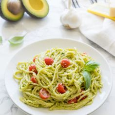 This creamy Pesto Spaghetti Carbonara is just 6 ingredients and ready in 20 minutes for a quick and easy weeknight dinner. Avocado Pesto Pasta, Garlic Uses, Creamy Pesto, Easy Pasta Dishes, Pasta Shapes, Fresh Pasta, A Food, Food Processor Recipes, Spaghetti