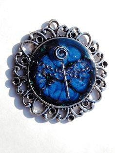 "Anhänger ""Dragonfly"" mit Metallspänen Blau Silber Mixed Media Amulett Amulet Necklace Pendant Blue Silver Libelle Butterfly Metal von metallmorphose auf Etsy"