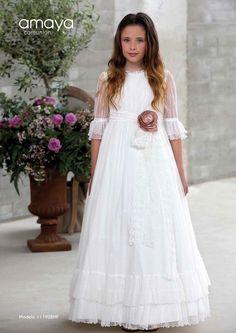 Colección Pompeya 2018 Amaya comunión | El Bosque Girls Dresses, Flower Girl Dresses, Kids And Parenting, White Dress, Wedding Dresses, Clothes, Latina, Designers, Heaven