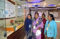 इंदिरा गाँधी कृषि विश्वविद्यालय में खेती-किसानी की आधुनिक तकनीकें देखने-सीखने के लिए रायगढ़ जिले के पंच-सरपंच पहुंचे. जहाँ उन्हें फसलों के उत्पादन संबंधी महत्वपूर्ण जानकारी दी गई. कृषि संग्रहालय में प्राचीन काल से उपयोग में लाई जा रही सामग्री का संग्रह देख वे बेहद हर्षित हुए.
