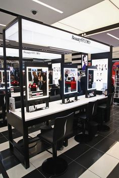 Sephora Just Opened Its Biggest Store Ever, and It's Truly Insane Sephora Just Opened Its Biggest Store Ever, and It's Truly Insane - Mobilier de Salon Makeup Bar, Makeup Stand, Makeup Shop, Sephora Makeover, Tienda Pop-up, Sephora Lipstick, Sephora Makeup, Kiosk, Arquitetura