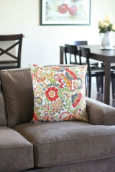 How to make pillows for your home! Some day I want to make pillows like this for our couches...