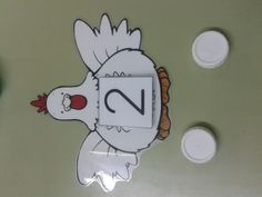 MATERIALES ABN: gallinas de maestra infantil y tapones