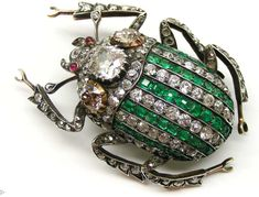Antique emerald and diamond stag beetle brooch. #DiamondBrooches