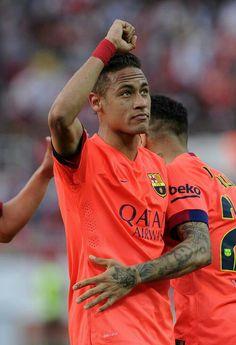 He has a tattoo of Jesus on his arm Neymar Jr, Football Soccer, Football Players, Soccer Boyfriend, Fc Barcelona Neymar, Dani Alves, Best Player, Lionel Messi, Train Hard