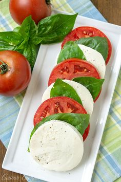 A traditional Italian appetizer Insalata Caprese (or Caprese Salad) with fresh mozzarella, juicy tomatoes, and bright basil. A perfect summer salad. Easy Salads, Summer Salads, Italian Appetizers, Cold Appetizers, Appetizer Ideas, Italian Party, Summer Tomato, Fresh Mozzarella, Vegetable Side Dishes