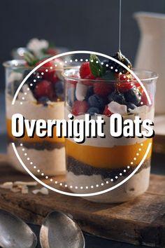 Overnight Oats mit Beeren With our overnight oats recipe you get inspiration for a refined breakfast made from cereals and fruits. The advantages: Overnight oats fill you up for a long time and Oats Recipes, Easy Cake Recipes, Smoothie Recipes, Cookie Recipes, Dessert Recipes, Flour Recipes, Chia Puding, New Cake, Recipe For 4