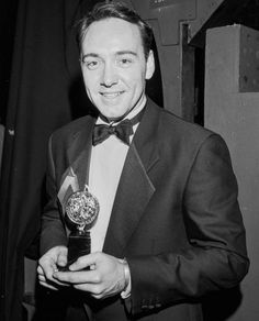Classic photo of Kevin Spacey with his Tony Award as Best Featured Actor in a Play for his star turn as Uncle Louie in Lost in Yonkers. Tony Award Winners, Kevin Spacey, Jack Johnson, My Hero, Actors, Daddy, British, People, Men