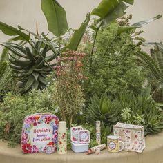 Kolekce #BotanicalGarden - to jsou praktické a stylové úložné #kufříky, #hrníčky, módní #doplňky a další skvělé #dárky! #giftware #giftideas #accessories #floral
