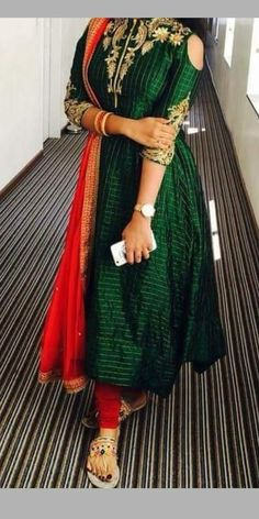 Dress pattern Simple Gown Design, Long Dress Design, Anarkali Dress Pattern, Saree Dress, Pattern Dress, Kurti Designs Party Wear, Lehenga Designs, Designer Anarkali Dresses, Designer Dresses