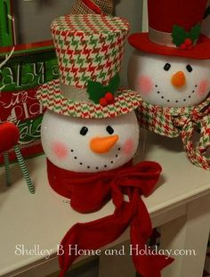 icu ~ Pin on adornos navideños ~ Houndstooth pattern top hat offers a unique style for the top of your Christmas tree. Christmas Centerpieces, Outdoor Christmas Decorations, Christmas Wreaths, Christmas Ornaments, Snowman Decorations, White Christmas, Snowman Ornaments, Christmas Bells, Christmas Goodies