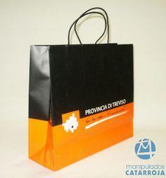 Bolsas de papel de lujo con impresión, asas de cartón retorcido y refuerzo de cartón en la base.