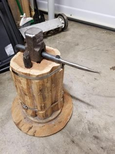 Blacksmith Tools, Blacksmith Projects, Metal Projects, Projects To Try, Melting Point, Forging Metal, Forged Steel, Metalworking, Tool Storage