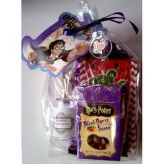"""Harry Potter Hogwarts Express Sweets - """"Anything from the trolley? Harry Potter Candy, Harry Potter Theme, Harry Potter Birthday, Harry Potter Hogwarts, Candy Gifts, Niece And Nephew, Geek Girls, 10th Birthday, Party Time"""