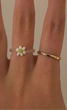 #rings #goldrings #ringsaesthetic Cute Jewelry, Diy Jewelry, Beaded Jewelry, Jewelry Accessories, Accesorios Casual, Cute Rings, Ear Piercings, Bling, Jewels