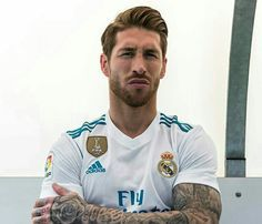 Sergio Ramos New Hairstyles 3 Soccer Hair, Soccer Boys, Real Madrid Football Club, Best Football Team, Mens Hairstyles 2018, Thibaut Courtois, Hommes Sexy, Best Player, Juventus Logo