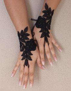 Black Wedding gloves french lace gloves bridal - bridal accessories french lace fingerless gloves, a very special and elegant. Individually on your wedding special and unique accessory. Very sleek Batman Wedding, Fru Fru, Wedding Gloves, Lace Gloves, Fingerless Gloves, Black Wedding Dresses, Gothic Wedding, Quirky Wedding, Luxury Wedding