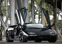 Here we can see a Piano Black Lamborghini Diablo and this car is basically a lot more curves than straight edges. Lamborghini Diablo, Lamborghini Veneno, Car Photos, Car Pictures, Moto Design, Ferrari, Sports Car Wallpaper, Car Hd, Expensive Cars
