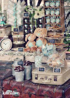 www.kamalion.com.mx - Mesa de Dulces / Candy Bar / Postres / Evento / Menta / Mint / Rustic Decor / Dulces / Vintage / Madera / Lechero / Maletas / Bautizo / It's a boy / Conejos / Rabbit / Clock / Algodones / Christening.