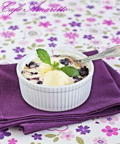 Cafe Amaretto - Crumble jagodowe z lodami waniliowymi