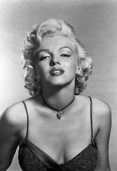 Nearly 60 years after her death Marilyn Monroe remains an American cultural icon. Fotos Marilyn Monroe, Marilyn Monroe Wallpaper, Celebrity Portraits, Celebrity Photos, Marilyn Moroe, Art Poses, Blonde Women, Norma Jeane, Irina Shayk