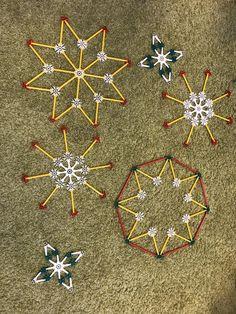 Verschillende kerstvoorbeelden van Knexx Christmas Paper Crafts, Christmas Time, Xmas, Christmas Ornaments, Winter Art, Lego Duplo, Tree Toppers, Paper Clip, Winter Holidays
