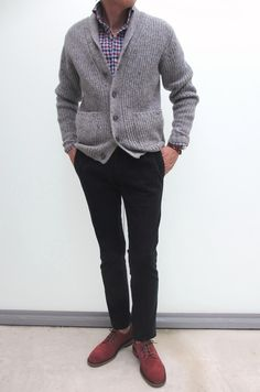 This combo of a grey knit shawl cardigan and black chinos will prove your expertise in menswear styling even on weekend days. Mens Style Guide, Men Style Tips, Stylish Men, Men Casual, Black Chinos, Sharp Dressed Man, Long Sleeve Shirts, Autumn Fashion, Men Sweater