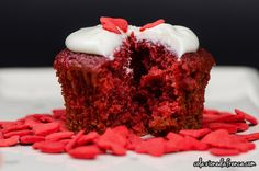 """Red Velvet Cupcakes - Nome d'arte: """"My Heart Will Go On""""  Ritrova la ricetta qui: http://www.colazionedafrenca.com/ricette/red-velvet-cupcakes/"""