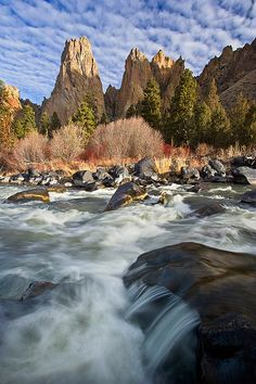 Crooked River, Smith Rock State Park, Oregon. Photo: bnzai9, via Flickr