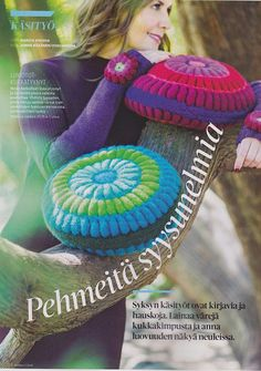 Kotiliesi 17/15. Malvikki-pillows by Pia Heilä for Lankava Oy.