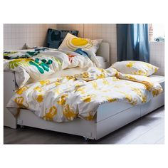 SLÄKT Bed frame w/pull-out bed + storage, white, Twin. Under this bed frame there is an extra bed and 2 drawers for the quilt and pillow. Cama Ikea, Linen Bedding, Bedding Sets, Bed Linens, Childrens Single Beds, Bed With Underbed, Pull Out Bed, Yellow Bedding, Vintage Decor