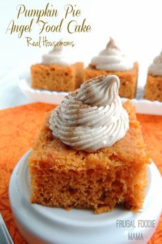 Try Pumpkin Pie Angel Food Cake! You'll just need 1 box of angel food cake mix, 15 oz can of pumpkin puree, 1 tsp pumpkin pie spice, 8 tbsp unsalted butter. Pumpkin Recipes, Cake Recipes, Dessert Recipes, Pumpkin Angel Food Cake Recipe, Pumpkin Pie Cupcakes, Carrot Recipes, Broccoli Recipes, Roast Recipes, Oven Recipes