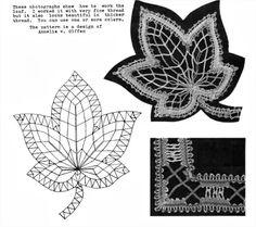 Foto: Decorative Knots, Bobbin Lacemaking, Bruges Lace, Bobbin Lace Patterns, Point Lace, Lace Heart, Lace Jewelry, Lace Making, Leaf Shapes