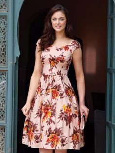 Silk Floral dress - love the bold floral pattern, the red-orange color, and the little cap sleeves. Floral Prom Dresses, Silk Floral Dress, Trendy Dresses, Simple Dresses, Silk Dress, Cute Dresses, Dress Skirt, Beautiful Dresses, Casual Dresses