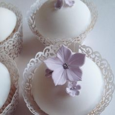 Lilac and silver cupcakes. Perfect for weddings!