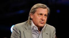 """Nastase il pune la zid pe Agassi: """"A furat. Sa i se retraga trofeele!"""" - http://issuu.com/tabloidescu/docs/nastase_il1429286516.pdf"""