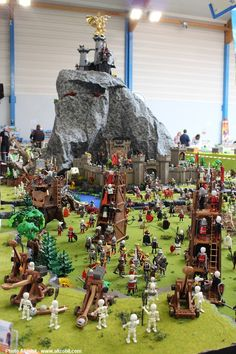 Diorama Playmobil - La citadelle des Nains - Exposition Playmobil de Bertry 2015 - Réalisé par Gandalf95 & Alizobil - Membres de la Smile-Compagnie. Photo D. Béthune Hey Man, Interesting News, Heart For Kids, Just Kidding, Miniture Things, Lego City, New Toys, Minis, Leo
