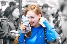Twice-Nayeon 190311 Gimpo Airport from Japan Kpop Girl Groups, Korean Girl Groups, Kpop Girls, Sana Minatozaki, Jihyo Twice, Nayeon Twice, Tzuyu Twice, Im Nayeon, Dahyun