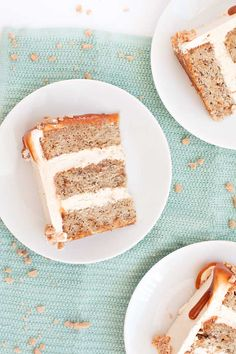 Banana cake with caramel frosting, toffee pieces and homemade caramel sauce Banoffee Cake, Cold Cake, Homemade Caramel Sauce, Caramel Frosting, Cake Plates, Toffee, Cake Recipes, Drink Recipes, Sweet Treats