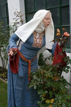 bliaut – gorgeous embroidery by どえふ - Historical Dresses Medieval Costume, Medieval Dress, Medieval Clothing, Historical Costume, Historical Clothing, Moda Medieval, Period Outfit, Renaissance Fashion, Embroidery Dress