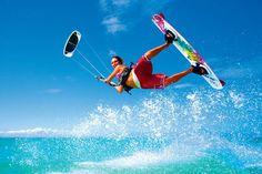 Comme les autres sports de navigation à voile, le kitesurf est soumis aux lois physiques, et en priorité, celles de la météo. Quelles sont les conditions idéales à la pratique du kite ?