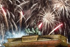 Berlin, Germany 2019 Fireworks explode over the Quadriga sculpture atop the Brandenburg gate. People Around The World, Around The Worlds, Welcome New Year, Brandenburg Gate, New Year Celebration, Fireworks, Waterfall, Sky, Outdoor