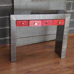 Découvrez la console métal design avec tiroirs roses et de fabrication Française chez Loftboutik, une pièce unique pour votre salon ! www.loftboutik.com