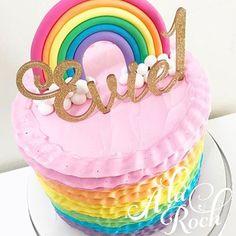How pretty is this rainbow cake by @alaroch !? #sweettreats #sweets #cake #cakes #cakeart #cakelife #cakedesign #cakemaster #cakedesigner #sugar #sugarart  #edibleart #chic  #beautiful #pretty  #foodie  #luxe #luxury #unicorn #baking #flowers #pink #rainbowsprinkles  #dessert  #unicorncake  #kawaii #photooftheday #cakepops  #sweetlychicevents #cupcakes