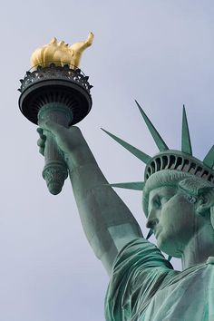 Statue of Liberty http://bit.ly/10dCvX3 #NYC pic.twitter.com/xijU9mZCGH