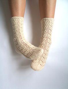 Weiße Spitze Socken. Handgestrickte Wollsocken. Wollsocken.